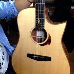 新しいギター。